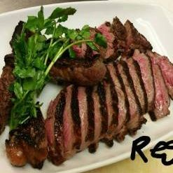Regina's Steakhouse and Grillの写真
