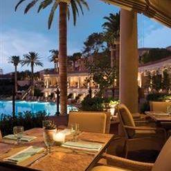 Coliseum Pool & Grill - The Resort at Pelican Hillの写真