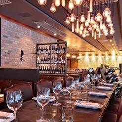 Foto von Reds Wine Tavern Restaurant