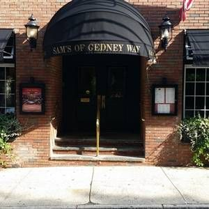 Foto von Sam's of Gedney Way Restaurant