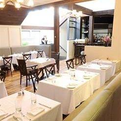 Foto von 80 Thoreau Restaurant