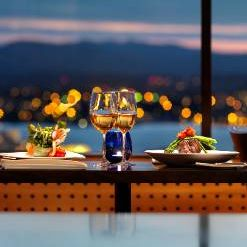 Vista 18 Westcoast Grill and Wine Bar