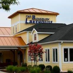 Una foto del restaurante The Bungalow Lakehouse