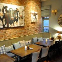 Una foto del restaurante The Duncombe Arms