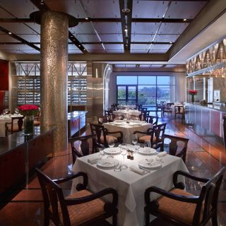 A photo of Manhattan Grill - Grand Hyatt Dubai restaurant
