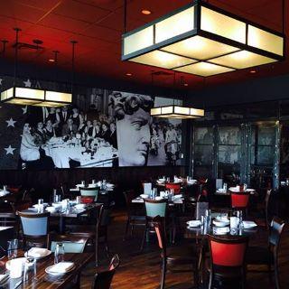 A photo of La Barra - Oak Brook restaurant