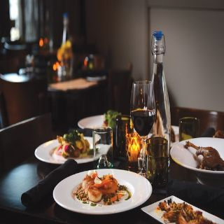Foto von Table 128 Bistro + Bar Restaurant