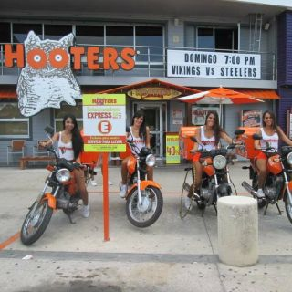 A photo of Hooters Cancún - Malecon Americas restaurant