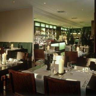 A photo of Fleming's Brasserie & Delicatessen im Fleming's Hotel Frankfurt Messe restaurant