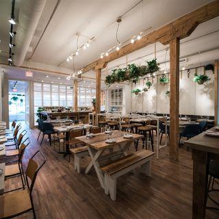 A photo of Ten Foot Henry restaurant