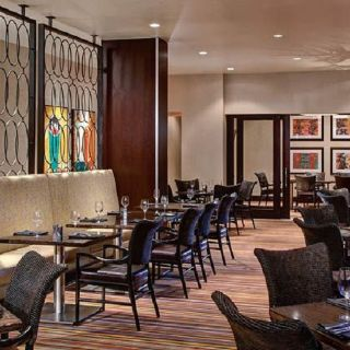 A photo of Centric Bar and Grill at the Marriott Dallas restaurant