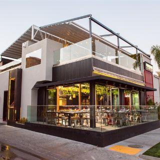 Una foto del restaurante Firehouse American Eatery and Lounge