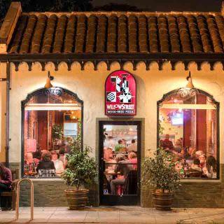 Foto von Willow Street Pizza & Taproom - San Jose Restaurant