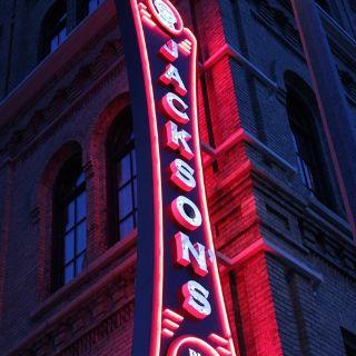 Jackson's Blue Ribbon Pub At The Brewhouse Inn & Suites