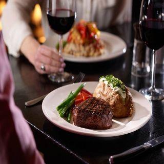 Foto von The Keg Steakhouse + Bar - Fallsview - Embassy Suites Hotel Restaurant