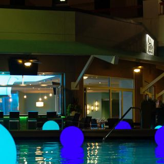 A photo of Harry's Poolside Bar & Grill at Rosen Centre restaurant