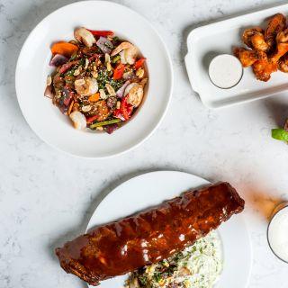 A photo of Earls Kitchen + Bar - St. Vital - Winnipeg restaurant
