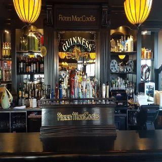 Foto von Fionn MacCool's - Edmonton Mayfield Restaurant