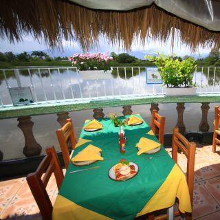 Una foto del restaurante Laguna Tino's