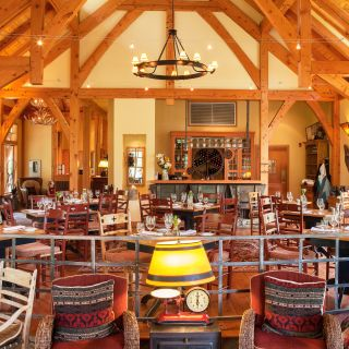 Cathedral Mountain Lodge Riverside Dining Roomの写真