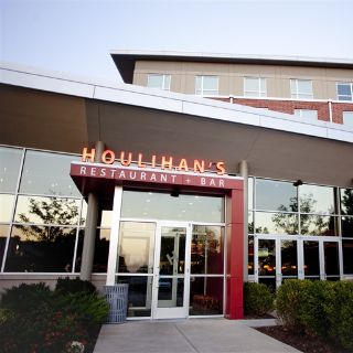 A photo of Houlihan's - Champaign restaurant