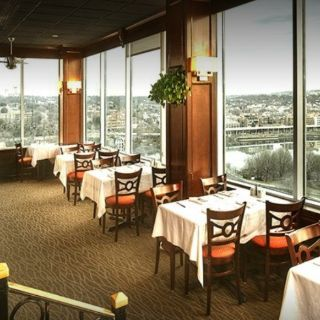 A photo of Vantage Point at Holiday Inn Rosslyn restaurant