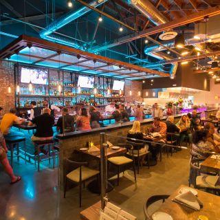 Foto von Lokanta - Walnut Creek Restaurant