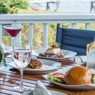 Foto von Deck Bar & Grill at Linekin Bay Resort Restaurant