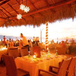 Una foto del restaurante La Palapa Restaurant