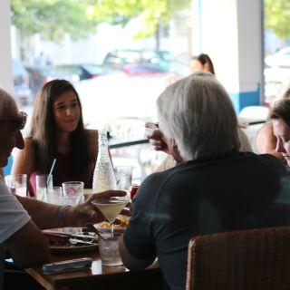 Una foto del restaurante Shorebreak Lodge