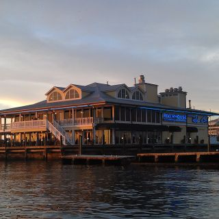 Riverhouse Waterfront - Reef & Grill