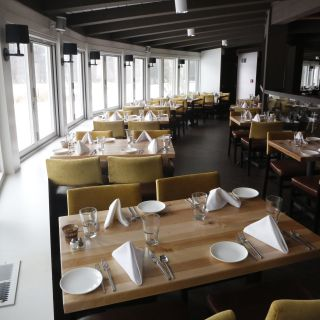 A photo of Cast & Cru restaurant