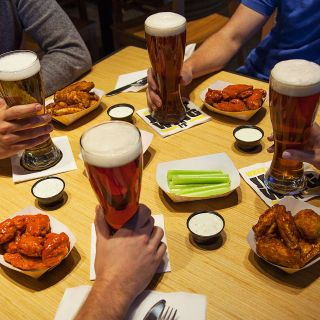 Foto von Buffalo Wild Wings - South Portland Restaurant