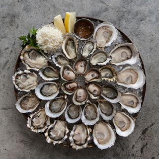 A photo of Taylor Shellfish Oyster Bar - Bellevue restaurant