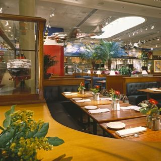 A photo of Clyde's of Chevy Chase restaurant