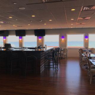 Foto von Martell's Waters Edge Restaurant