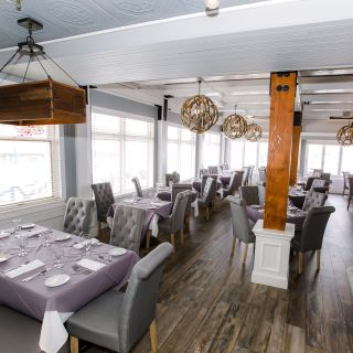 Una foto del restaurante Wave Seafood & Steak at Danford's Hotel, Marina & Spa