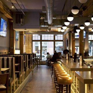 The Loop Bar + Restaurant - North Loopの写真