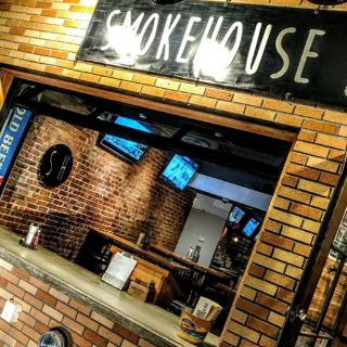 SmokeHouse Tailgate Grillの写真