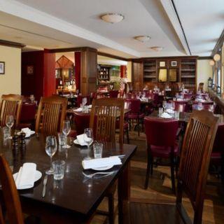 Foto von CAST IRON Grill Restaurant