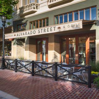 Foto von Alvarado Street Brewery & Grill Restaurant
