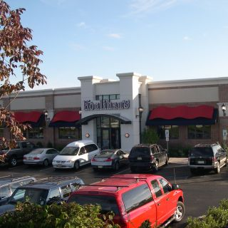A photo of Houlihan's - Holmdel restaurant