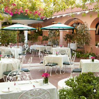 A photo of Polo Lounge @  The Beverly Hills Hotel restaurant