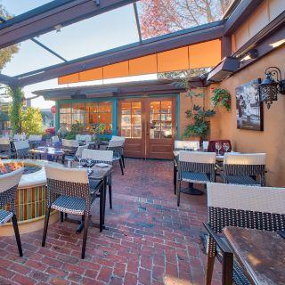 Foto von Village Corner California Bistro Restaurant