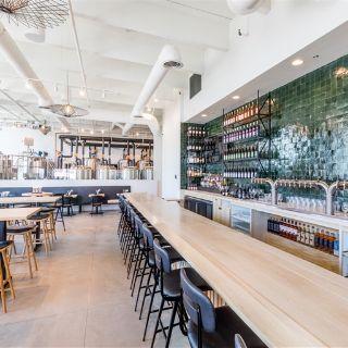 A photo of 6th & La Brea restaurant