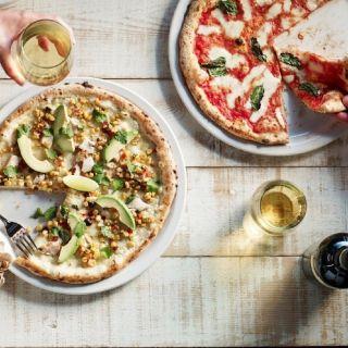 Foto von Famoso Neapolitan Pizzeria - Whyte Ave Restaurant