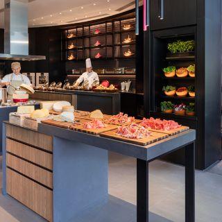 A photo of The Lounge - JW Marriott Hotel Hong Kong restaurant
