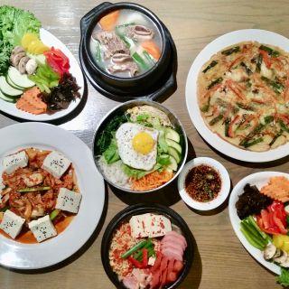 Foto von Ahjoomah Apron Restaurant