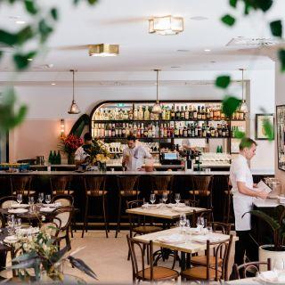 Una foto del restaurante Continental Deli CBD
