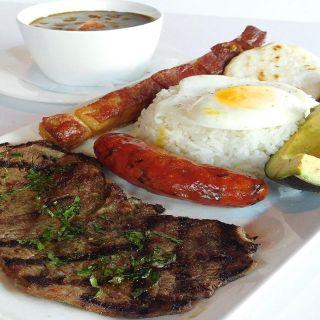 Foto von Bandeja Paisa Latin Restaurant Restaurant